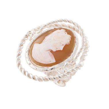 anello in argento con grande cameo raffigurante volto di donna