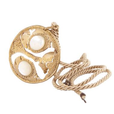 ciondolo in bronzo con agata bianca su cordone color bronzo