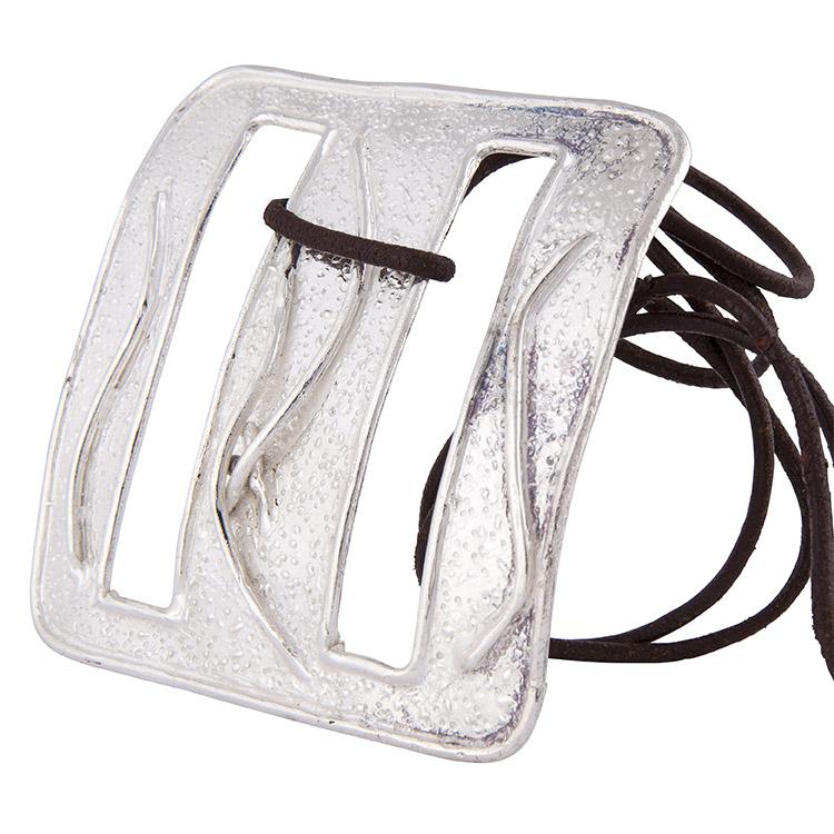 ciondolo in argento su cordone nero
