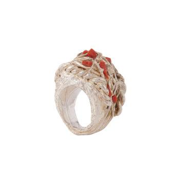anello argento con coralli